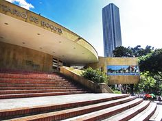 11. Planetario de Bogotá con la Torre Colpatria al fondo. San Diego, Colombia Travel, My Land, Places To See, Stairs, America, Country, City, Travelling