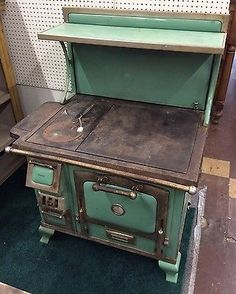 The Majestic Antique Wood Cook Stove In Green Outdoor Cooking Stove, Wood Stove Cooking, Antique Kitchen Stoves, Antique Stove, Wood Stove Decor, Old Fashioned Decor, Cooking Stone, Old Stove, Vintage Stoves