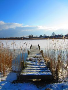 this looks like my dads dock in the winter..... love it.