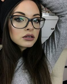 Let me even your eyewear model for women in Glasses trend pronounced frames. Glasses Trends, Thing 1, Womens Glasses, Eye Glasses, Persona, Eyewear, Beauty Makeup, Fashion Beauty, Winter Fashion