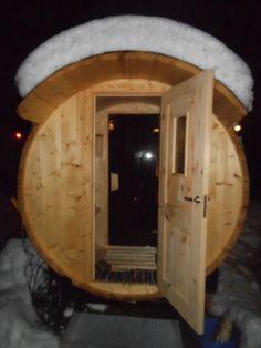 Saunafass von www.sisu-sauna.at Diy Sauna, Private Sauna, Indoor Outdoor, Mirror, Architecture, House, Furniture, Wellness, Home Decor