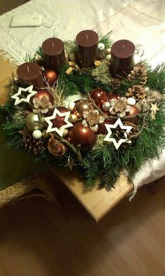Christmas is just a few days away now, how about these Christmas candles decortion and Ideas for you. Christmas Advent Wreath, Christmas Candle Decorations, Advent Candles, Christmas Arrangements, Christmas Candles, Winter Christmas, All Things Christmas, Christmas Crafts, Christmas Time