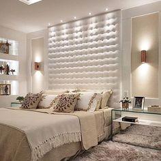 Hello people! Como não se apaixonar por esse quarto todo charmoso, moderno e sofisticado? Super xonas por ele!❤️✨ Projeto: Max Mello.