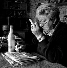 """Deze foto heeft een prijs gewonnen: """"Moeder. 82. Heeft alle smoesjes al gehoord"""""""