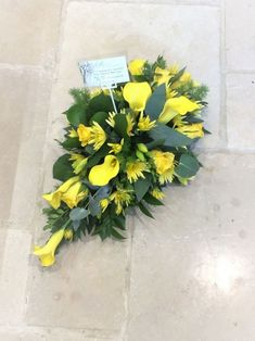 Beautiful, stylish single-use yellow flower poison bust – made by … – flowers – Wreaths