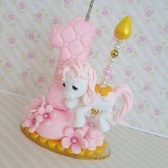 Velinha carrossel rosa #biscuit #porcelanafria #artesanato #feitoamao #veladebiscuit #veladecorada #velaaniversario #carrosselrosa#carrosselencantado