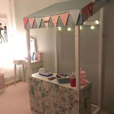 """Här får ni följa: on Instagram: """"Diy🙌🏽 kioskprojekt?! Bara att ta fram verktygen och börja bygga 🔨 bildcred: @cf_tobias 👈🏽 . . #barnrumsinspo #kiosk #barnrum #barnerom…"""" Diy For Kids, Ikea, Furniture, Play, Home Decor, Instagram, Decoration Home, Ikea Co, Room Decor"""