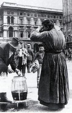 Venditore di limonata in piazza Duomo (inizio '900)