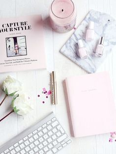 Flatlay, Pink flat lay, flatlay styling, flatlay inspiration, how to take a flat… Fall Inspiration, Flat Lay Inspiration, Motivation Inspiration, Flatlay Instagram, Photo Pour Instagram, Instagram Story, Instagram Hashtag, Instagram Logo, Baby Pink Nails