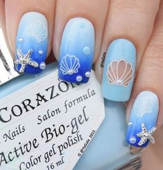 Pearls are not only decoration for our nek, there they are on our nails.