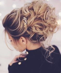 """""""Mi piace"""": 7,803, commenti: 40 - Pnina Tornai (@pninatornai) su Instagram: """"@weddingforward// Loving this perfectly undone bun! Comment below if you would say yes to this…"""""""