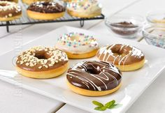 Baked Doughnuts Recipe How to make Baked Doughnuts Easy Sweets, Sweets Recipes, Baking Recipes, Desserts, Baked Doughnut Recipes, Baked Doughnuts, Churros, Good Food, Yummy Food