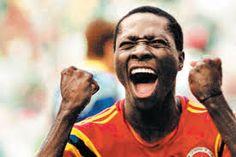 Freddy Rincón celebra su gol contra Alemania en Italia 90. Joy And Sadness, Beautiful Images, Soccer, Baseball Cards, Couple Photos, Life, Fictional Characters, Carp, Landscapes