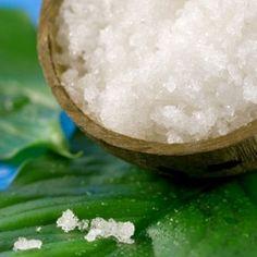 Vous utilisez sûrement le sel d'Epsom dans le bain pour vous permettre  de relaxer, mais le sulfate de magnésium, l'ingrédient actif du sel, est  utilisé partout, de l'agriculture à la cuisine. Découvrez 5 façons  originales d'utiliser le sel d'Epsom à la maison!