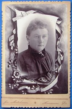 +~+~ Antique Photograph ~+~+   Cabinet Photo Young Woman Memorial Scroll Mutzbauer Kewaunee Wi 1890s.