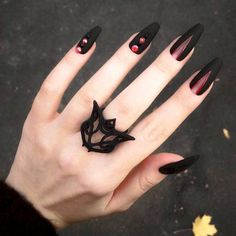 Black is a commonly used color in nail art designs. Many people have tried black nail art designs. Black can be used on nails of any shape. Black coffin nails and black Stiletto nails ar Black Nail Designs, Nail Art Designs, Nails Design, Salon Design, Matte Nails, Acrylic Nails, Coffin Nails, Gradient Nails, Dark Nails