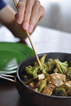 6 Easy Vegetarian Weeknight Dinners, #2: Simple Stir-Fry // neverhomemaker