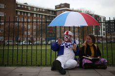 Dieser Clown gehört zu einem Dutzend Weggefährten, die am Sonntag in London den 1837 verstorbenen Ur... - Bereitgestellt von AFP