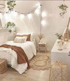 Bedroom Decor: Are You Currently Generating These Home Furniture Faults? Small Room Bedroom, Home Bedroom, Bedroom Inspo, Bedroom Furniture, Boho Teen Bedroom, Teen Bedroom Designs, Bohemian Bedroom Decor, Dream Bedroom, Bedroom Decor For Small Rooms