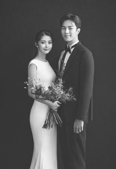Korean Wedding Photography, Wedding Couple Poses Photography, Wedding Picture Poses, Bridal Photography, Pre Wedding Poses, Pre Wedding Photoshoot, Marriage Poses, Minimalist Wedding Dresses, Bride