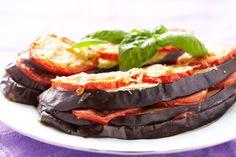 Gebackene Auberginen mit Tomaten und Käse