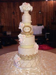 Exquisite buttercream wedding cake