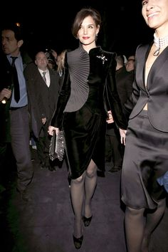 Katie Holmes sexy dress with sheer black pantyhose and heels Pantyhose Fashion, Pantyhose Outfits, Nylons And Pantyhose, Fashion Heels, Katie Holmes, Evolution Of Fashion, Hot Dress, Celebs, Celebrities