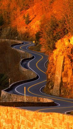 The long and winding road Beautiful Roads, Beautiful Streets, Beautiful Landscapes, Beautiful World, Beautiful Places, Beautiful Pictures, Roads And Streets, Autumn Scenery, Winding Road