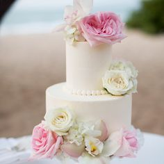 White wedding cake with creme and pink fresh flowers