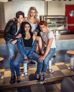 New/old photos of the Riverdale cast Entertainment Weekly