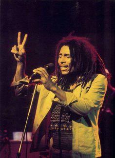 ♡♥Bob Marley gives peace sign♥♡