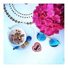 le plaisir IMMENSE de prendre son café les pieds dans l'herbe 🌱☕️💕 HAPPY…