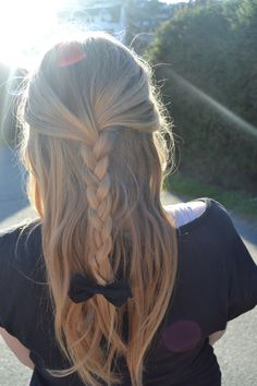 adorable half up braid with cute bow for long to medium length hair. Great spring hairstyle!