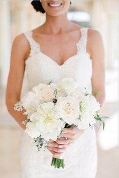 white bouquet | destination wedding | oversized bouquet ideas #weddingchicks