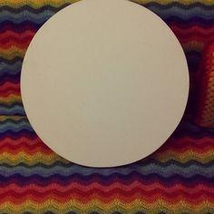 Ela chegou!!! A nossa tela redonda para aplicarmos as Mandalas e pendurarmos na parede! Não vejo a hora!!! Quem sabe esse fds da tempo.   It's here! Our canvas arrived so that we can apply the mandalas and make it our wall decoration! So excited! Hope to make it this weekend.   #croche #crochet #crochetlove #crochetaddict #amocrochê #cores #crocheterapia #crochettherapy #crochetersofinstagram #ganchillo #colores #lovecrochet #amocroche #handmade #feitoamao #craft #art #artesanato…