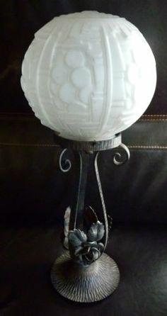 Ancienne applique art deco tulipe en verre depoli archi - Luminaire art deco plafonnier ...