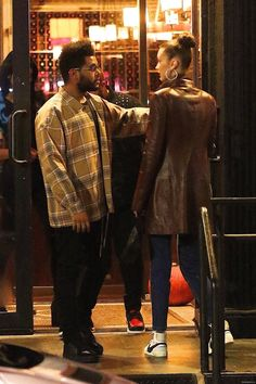 Bella Hadid and The Weeknd out in New York. Abel And Bella, Dior Girl, The Love Club, Bella Hadid Style, Boujee Aesthetic, Model Street Style, Fashion Couple, Dress With Sneakers, Celebrity Style