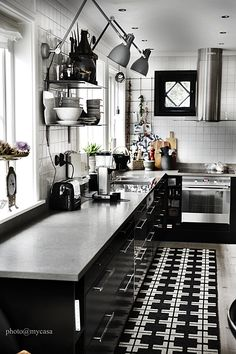 Same kitchen in black/ white version. Edited accessories, no wood visible. Black Kitchen Cabinets, Kitchen Interior, Kitchen Inspirations, Kitchen Room, Kitchen Decor, New Kitchen, Kitchen Dining, Home Kitchens, Kitchen Dinning