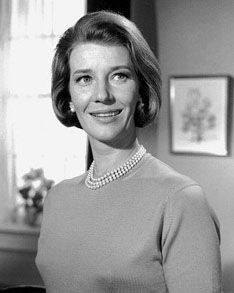 Lois Maxwell AKA Lois Hooker    Born: 14-Feb-1927  Birthplace: Kitchener, Ontario, Canada  Died: 29-Sep-2007  Location of death: Perth, Australia [1]  Cause of death: unspecified      Executive summary: Miss Moneypenny