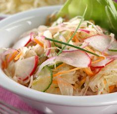Hozzávalók: 50 dkg savanyú káposzta, 2 közepes nagyságú (20 dkg) sárgarépa, 2 lila hagyma, 1 csomó (5 darab) hónapos retek, fél kígyóuborka (15 dkg), fél-fél csokor metélőhagyma és zellerzöld, 1 kiskanál méz, 1 mokkáskanál só, fél ... Cabbage, Vegetables, Food, Lilac, Vegetable Recipes, Eten, Veggie Food, Cabbages, Meals