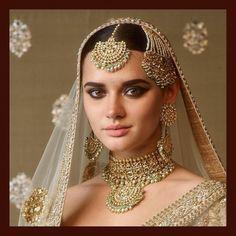 Indian Jewelry Set Sabyasachi Jewelry Indian Bridal Jewelry Jewellery - my fairytale wedding Pakistani Bridal Jewelry, Indian Bridal Jewelry Sets, Bridal Jewellery, Indian Head Jewelry, Temple Jewellery, Bridal Necklace Set, India Jewelry, Gold Jewelry, Jewelery