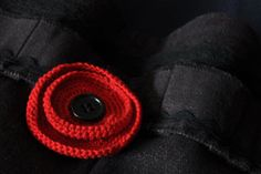 I'm on the hunt for a nice poppy pattern for Anzac Day. This is a pattern for a cute, modern one. Crochet Brooch, Crochet Wool, Cute Crochet, Irish Crochet, Crochet Motif, Crochet Flowers, Crochet Patterns, Crochet Poppy Free Pattern, Crochet Decoration