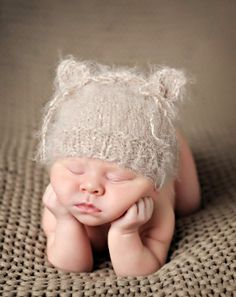 http://blog.vanessagphotography.com/ this is the sweetest little hat