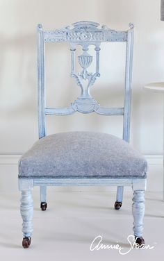 This neoclassical chair was painted in Old Violet and Louis Blue Chalk Paint® and upholstered in Old White & Old Violet Coloured Linen. The colour and features of the chair were softened with White Chalk Paint® Wax.