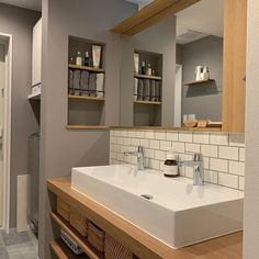 Take a look at this vital image in order to check out the here and now suggestions on Renovated Bathrooms Bathroom Design Inspiration, Home Decor Inspiration, Washroom, Master Bathroom, Life Design, House Design, Muji Style, New Homes, Simple Diy