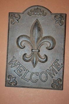 Cast iron, fleur de lis, Victorian WELCOME sign. Nice for your front door, your kitchen or your garden gate.