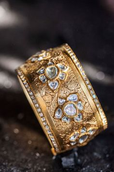 Indian gold jewelery, gold bracelet for a Desi bride. #desi  sunita shekhawat svarnaraga collection