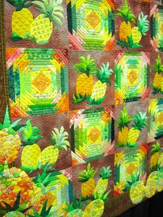 Pineapple quilt (from: HelenNoBlog: Yummy Yo Yos) * now THAT'S a pineapple block :-)