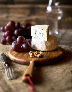 New Fruit Platter Photography Food Styling Ideas Fromage Cheese, Charcuterie Cheese, Grapes And Cheese, Meat Fruit, Wine Cheese, Chef Recipes, Pain, Food Pictures, Food Styling