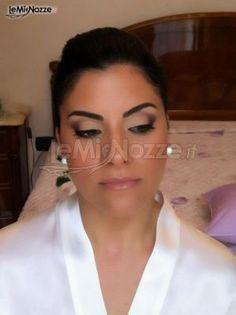 Trucco sposa con gloss luminoso ed intenso eye-liner, per uno sguardo estremamente seducente. Clicca e scopri tantissimi suggerimenti per il tuo trucco sposa  http://www.lemienozze.it/organizzazione-matrimonio/trucco-sposa.php